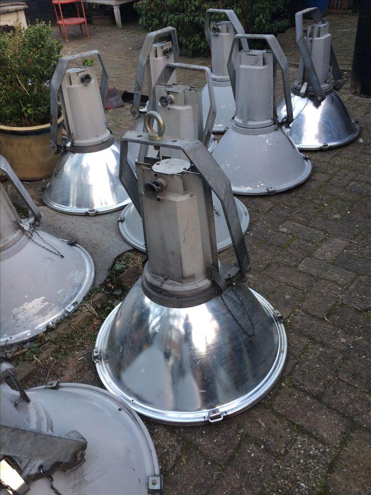 grota vintage industriele stadionlampen omgebouwd naar e27 bij designmannetje