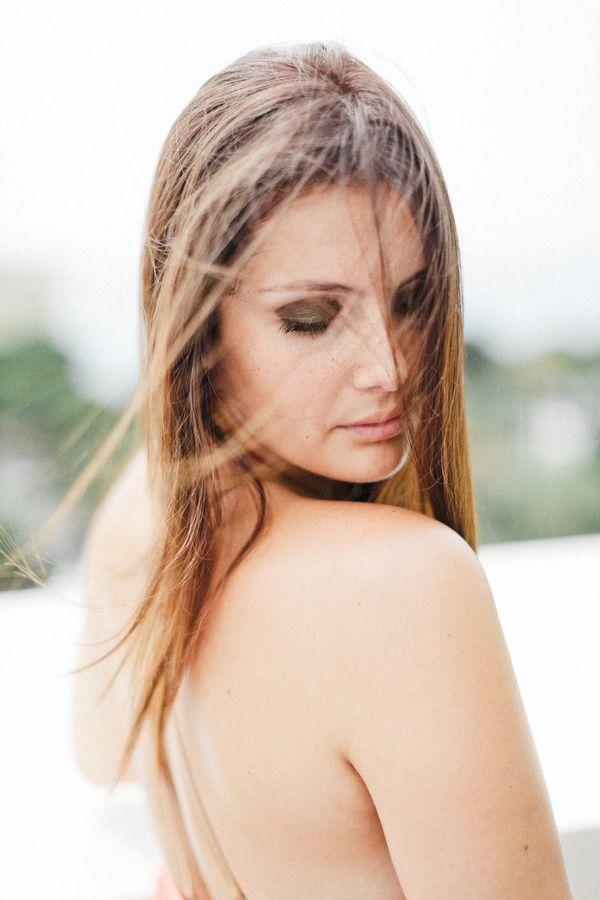 10 conseils et idées de pose pour un (bon) portrait de femme