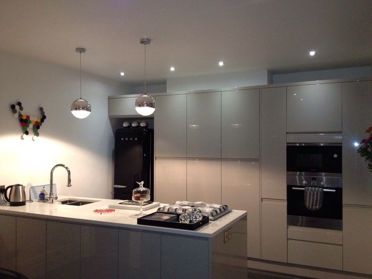 Love this Grey kitchen from Wren, it's Cashmere high gloss with quartz worktops.