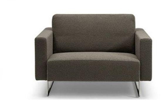 """fauteuil van """"Artifort"""" model Mare. een artifort meubelstuk is een ware blikvanger voor in huis, kantoor of ontvangstruimte. verkrijgbaar bij Meijs wonen in Tilburg"""