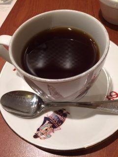 天神をぶらぶらしていたら歩き疲れたのでアクロス福岡の地下階にある菊竹コーヒー堂で一息 とりあえず定番のブレンドコーヒーを注文 酸味が強く香りも良くて美味しいコーヒーでしたよ() 軽食も充実していてどれも美味しそうでした 普段は飲まない円のコーヒーですがたまにはいいものです( 雰囲気も良くて落ち着けるお店ですよ()v  菊竹珈琲堂 アクロス福岡店 福岡県福岡市中央区天神1-1-1 アクロス福岡 B2F 092-771-3911  営業時間 [平日土]9:3022:00 [日祝]10:0022:00 tags[福岡県]