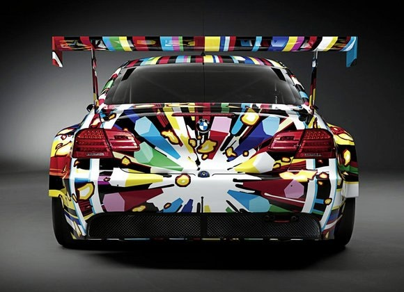 Yakın tarihin son BMW Art Car modeli, BMW M3 GT2 oldu. Ünlü sanatçı Jeff Koons'un üzerinde bir şaheser yarattığı bu araç da daha önceki kimi Art Car modelleri gibi Le Mans 24 Saat yarışlarına katıldı. Yarış pistinde alışıldık, sponsor logolu araçlar arasında kendine has stiliyle büyük dikkat çekti bu M3 GT2.