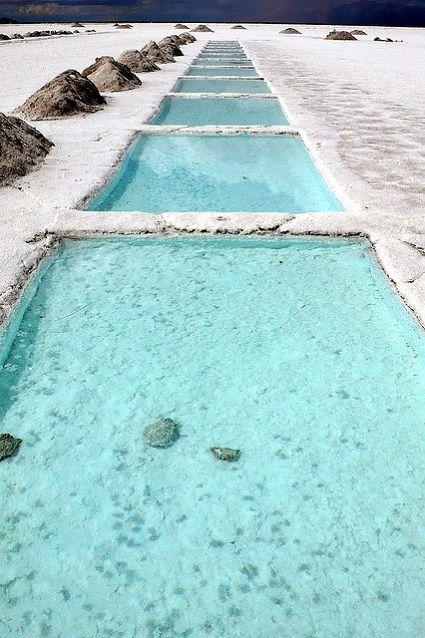 美しすぎる塩湖プール…!!奇跡の絶景、サリーナス・グランデス。