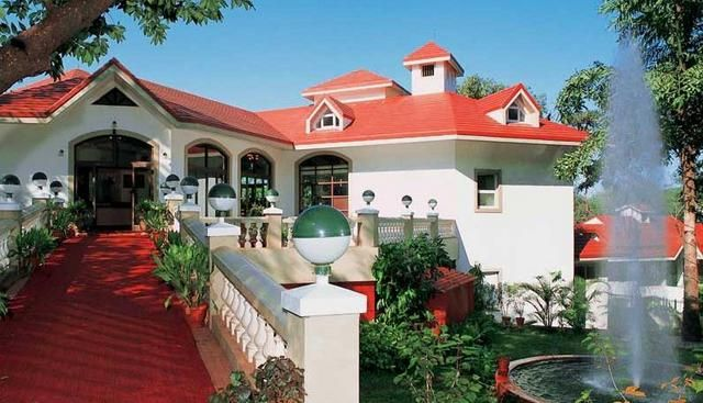 To unwind in the natural beauty of the matheran, Usha Ascot, Matheran is the best choice for traveler. This is the three star hotel provides home-like comfort to guests with facility like Swimming pool, games, Bar, Health Club, Dining and Conference. #matheran #matheranhotelsbooking #matheranhotels #nature
