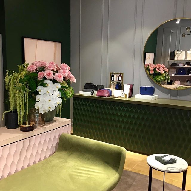 Paradise found @thedailyedited  #flowersvasette #thedailyedited #fashion #love #roses #phalenopsis #hydrangea #luxury