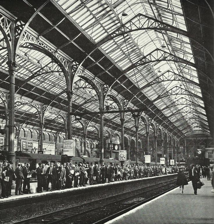 Liverpool Street Station c.1969 - I used to travel to Liverpool Street daily when I was working at P&O's Beaufort House HQ in Petticoat Lane from Knightsbridge.