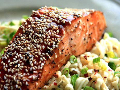 Lax med sesamfrön och hoisinsås | Recept från Köket.se