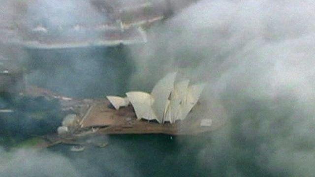 BBC News - Thick Sydney fog causes travel disruption