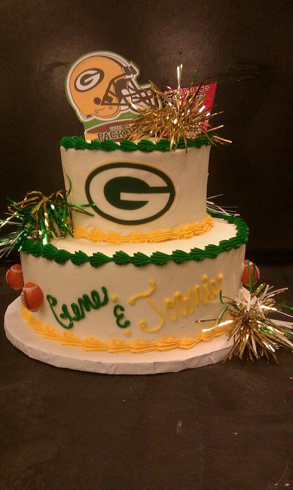 Support your favorite team with a fun sports themed wedding cake. This cake is a Green Bay Packers wedding cake. Click the picture for more wedding cake pictures! #Packers