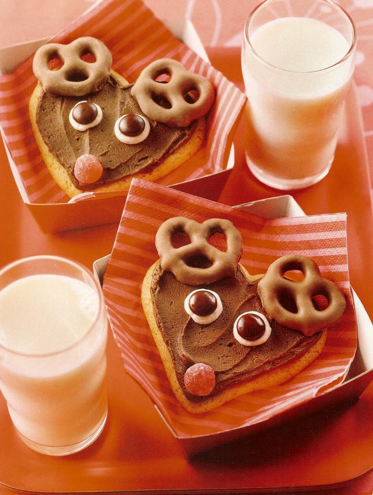 I have repinned 3 of these, like this one for using a heart cookie cutter------  Sugar Cookie Reindeer w/ Pretzel Antlers