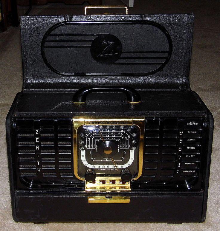 Vintage Zenith Trans-Oceanic Portable Vacuum Tube Radio, Model 8-G-005TZ1, Black Leatherette, Circa 1948.