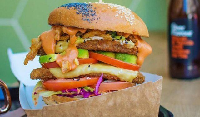 Our new place of the week goes to the trendy vegan spot selling a heaping helping of guilt-free junk food, Lekker Vegan! Lekker Vegan serves up towering treats so tasty, you'll have a hard time believing they're 100% vegan. #CapeTownMagNew
