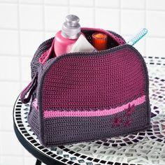 Häkeln ist so vielseitig! Heute haben wir im Blog eine Häkelanleitung für Euch, wie Ihr eine toll bestickte Kosmetiktasche in Beerentönen häkeln könnt. Die ist doch super fürs eigene Bad - oder als tolles selbstgemachtes Weihnachtsgeschenk? http://blog.buttinette.com/handarbeiten/kostenlose-anleitung-kosmetiktasche-haekeln/