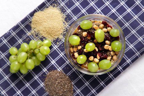 Kuskus nasladko? S ořechy, chia semínky a ovocem chutná naprosto skvostně!; Mona Martinů
