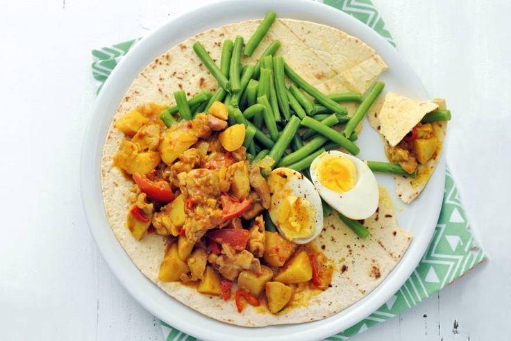 Kijk wat een lekker recept ik heb gevonden op Allerhande! Surinaamse roti kip met sperziebonen en ei