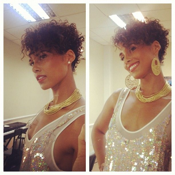 Alicia keys is so beautiful.. The short hair suits her well