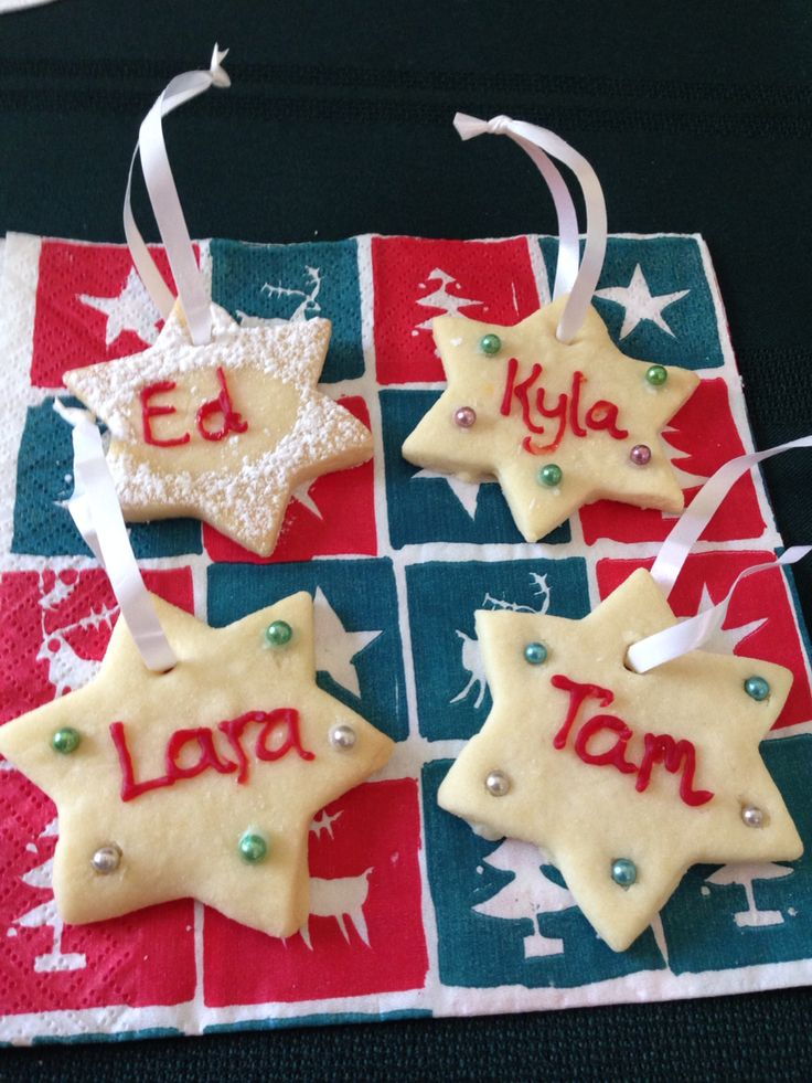 Shortbread stars for Christmas table decorations