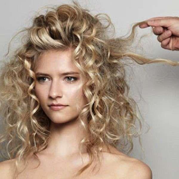 Peinados pelo rizado Nochevieja 2015: Fotos de las mejores ideas - Semirecogido ideal para pelo rizado