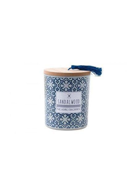Vela con perfume de sándalo y presentada en caja imitación a azulejo.