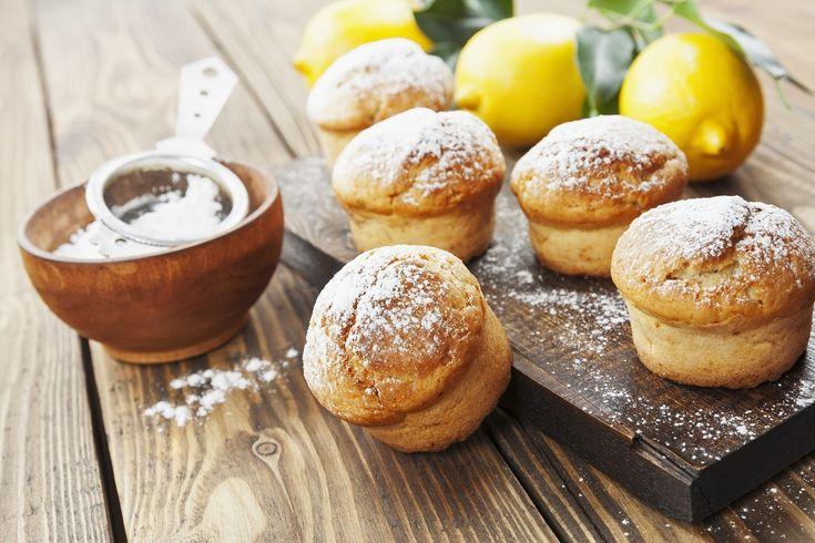 Pentru diminețile în care ai servi ceva dulce la micul dejun, dar parcă nu ai servi ceva prea dulce, îți propun o rețetă ușoară de brioșe cu lămâie.