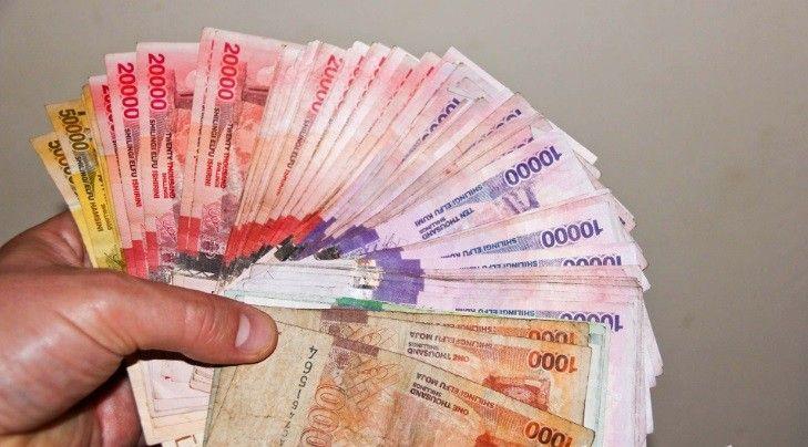 """Um servidor público de Uganda foi  enterrado, a seu pedido, juntamente com o equivalente a R$ 176 mil  em moeda local (shillings ugandenses) com o...  Diz o Espírito Santo: """"O número dos insensatos é infinito"""" (Eclesiastes 1, 15)."""