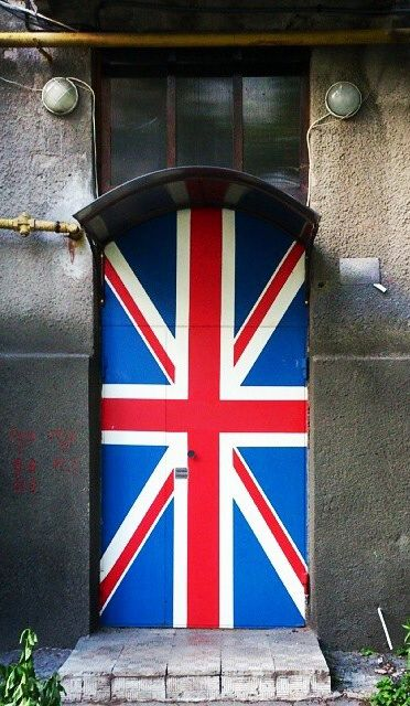 Open the door for a spa anglophile. . .  God save the #spa queen! What country's flag would you paint your door?