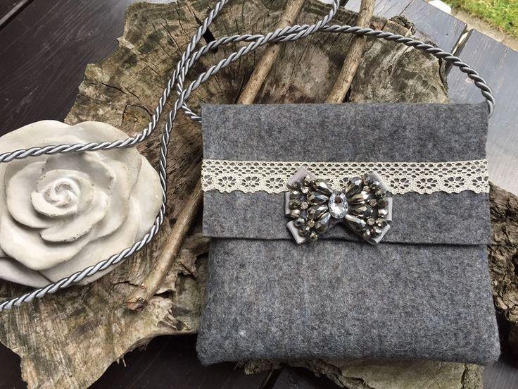 Dirndl & Trachtenkleider - Trachten-Handtasche mit Brosche - ein Designerstück von MC-Taschenmanufaktur bei DaWanda