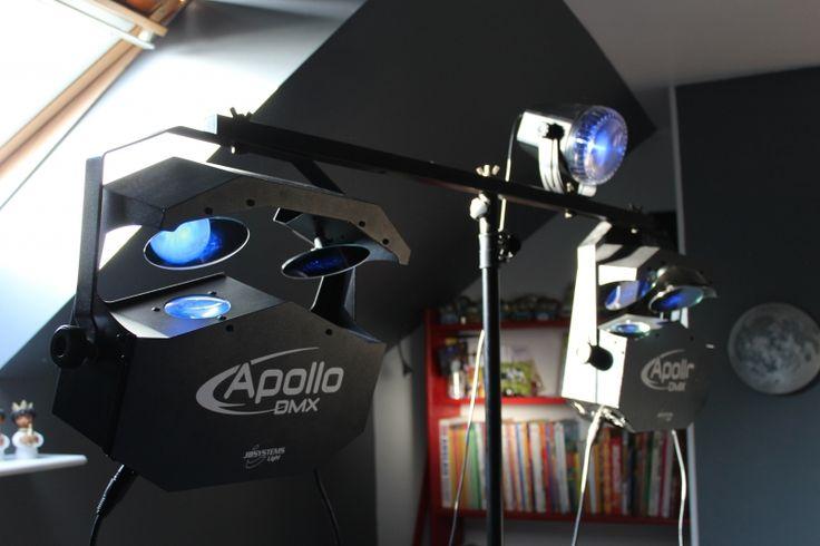 Location de jeux de lumières comprenant :- 2 Apollo de JB Systems- 1 Proton de JB Systems- 1 pied avec sa barre pour accrocher l'ensemble- Le câblage électrique. Location Jeux de Lumières Ligny-lès-Aire (62960)