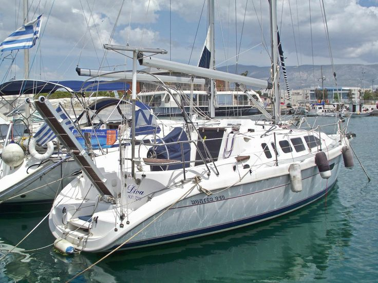 HUNTER 310 SAILING BOAT FOR SALE - EXTRA LUXURIOUS