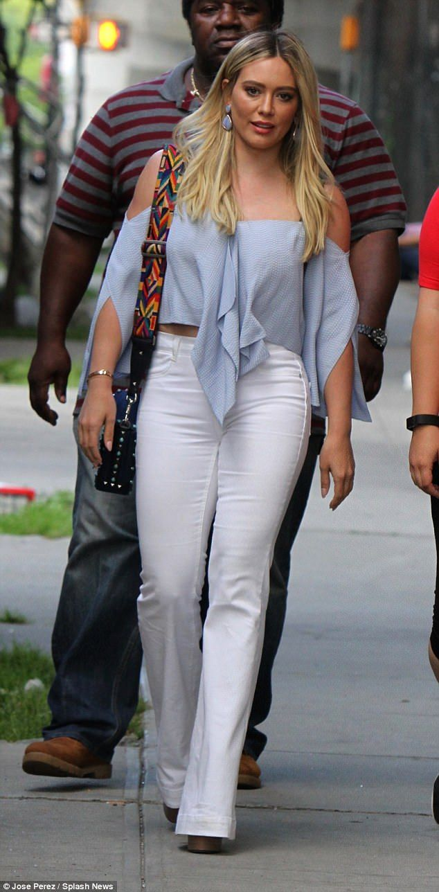 This mom, actress and singer isn't letting the summer heat slow her down. Hilary Duff was spotted in Brooklyn, New York where she was hard at work while on the set of her show Younger.