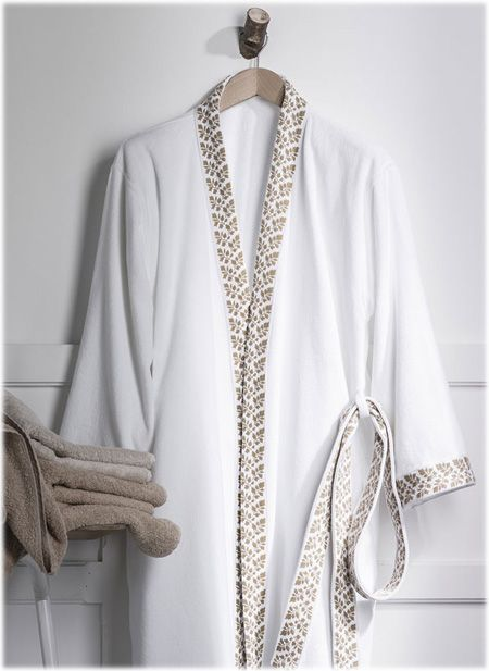 peignoir Alexandre Turpault modèle Madame disponible sur www.grandes-marques.fr  #white #homedecor #bathrooms #modernbathroom #roomgirl