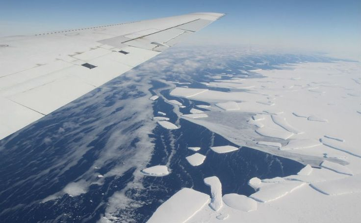 Iron in melting glaciers spurs phytoplankton growth