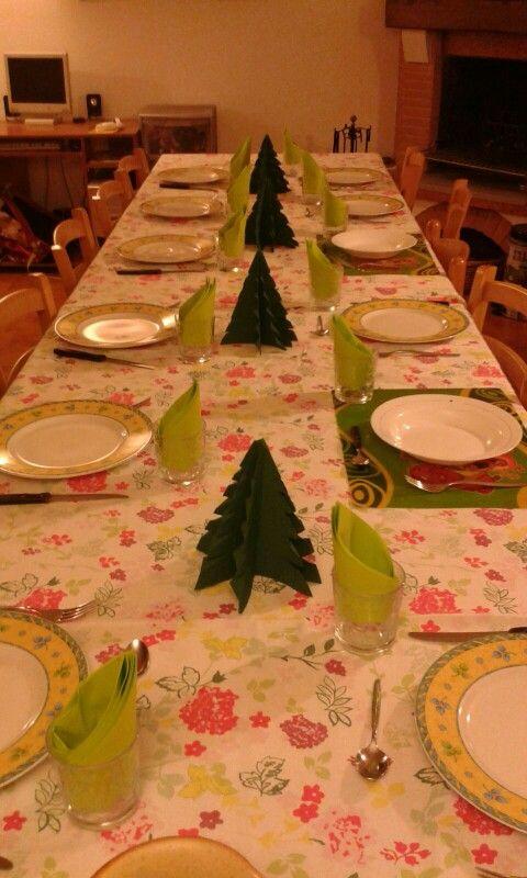 Alberelli carta fatti con i tovaglioli: semplici ma di effetto, per una cena nel periodo natalizio!