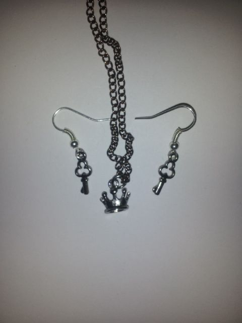 A beautiful crown on an 18 inch chain with Key earrings to match!    Homemade!