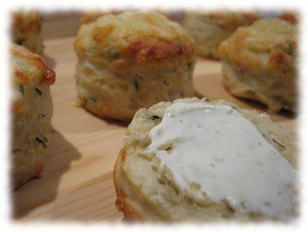 Juusto-ruohosipuliskonssit #kevyt #skonssit #resepti #leivonta #juusto #ruohosipuli #ruoka
