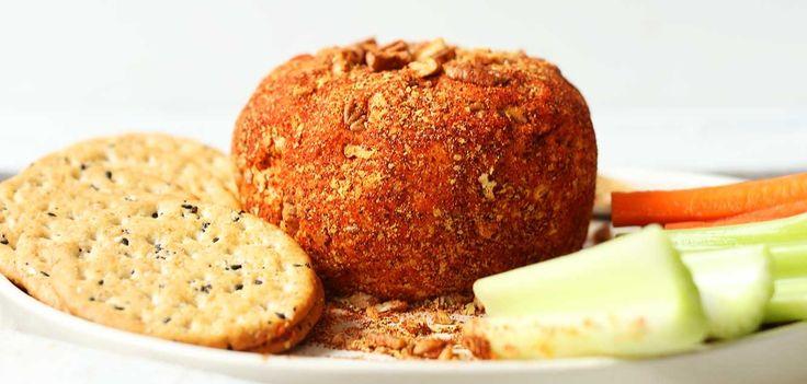 I formaggini di anacardi sono delle piccole palline cremose ricoperte di spezie. Possono essere gustate come antipasto, così come vengono preparate, oppure come spuntino, accompagnandole con qualche cracker integrale e delle verdure. Per preparare 20 formaggini di anacardi piccanti occorrono: - 250g di anacardi - 100g di formaggio vegetale - 2 spicchi d'aglio - un limone - un cucchiaino di aglio in polvere - un cucchiaio di lievito alimentare - olio extravergine di oliva - sale marino - p...