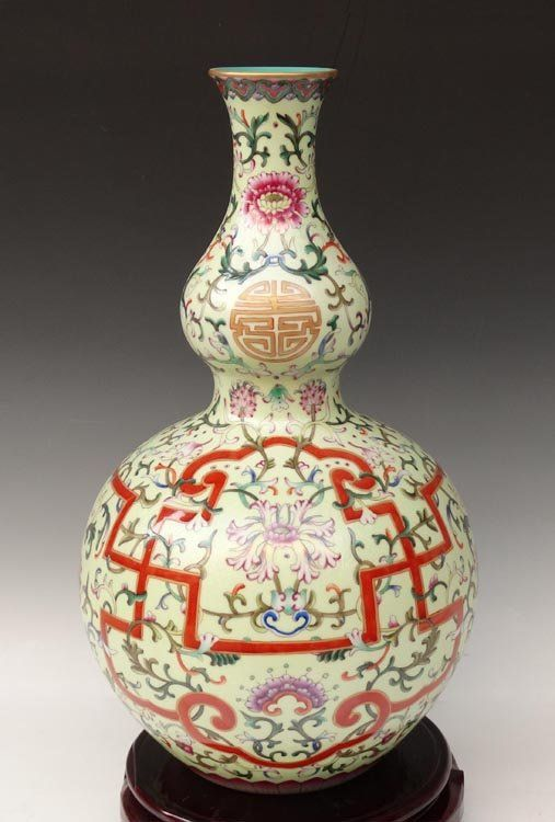 A Fine Gilted Chinese Qing Famille Rose Porcelain Vase with a Qianlong Mark, Decorated with a Painting of Flowers, Size: H*D 41*22cm