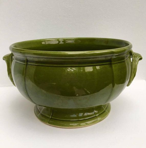 Soup or salad bowl, very pretty green, faience of Niderviller, soup tureen signed, with 6 bowls not marked. Antique dishes of very high quality.  glaze, earthware, pottery, glazed, stoneware, green, faience, ceramic  Very nice for each decoration of table, to mix with white or cream color.  Very good vintage state without cracks or other damage.  A rather classic style to enhance your table.  Plates hollow faience of 14 cm diameter. Collection Maintenon, green  Manufacture and traditional…