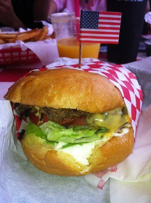 crosshoakley frogskins rootbeer ulu3  Cheeseburger from Archie's American Diner