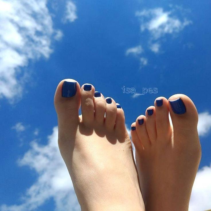 @isa_pes #footmodel #feetnation #prettyfeet #pedicure #lovefeet #nails #lovefeet #whitefeet #barefoot #pies #toes #prettytoes #feeteverywhere #pezinhos #perfectfeet #lovenails #prettynails #footlove #foot #feet #barefeet #pés #flipflops #instafeet...