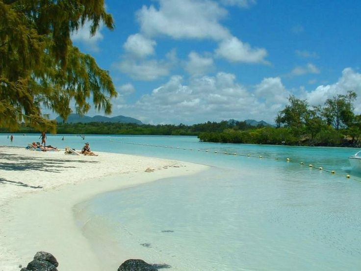 mauritius holidays: - Book Mauritius holiday packages from Delhi with BigBreaks.com, Enjoy Mauritius honeymoon packages at best deals and quality services with cheap prices.