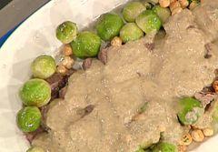 Cuochi per caso...o per forza!!: Arrosto in salsa con cavolini di Bruxelles da Luis...