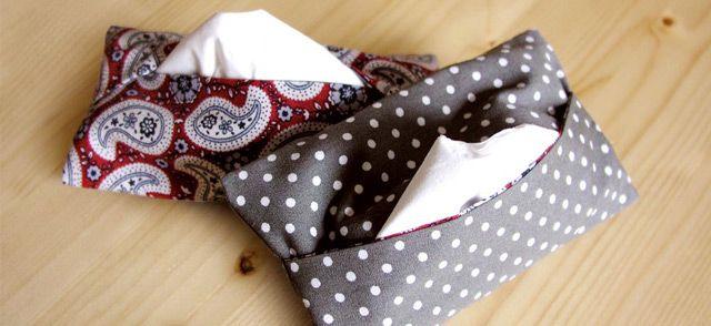 Estas pequeñas bolsas japonesas para guardar pañuelos de papel son tan rápidas de hacer como de regalar. Si tienes una tarde un poco perezosa y unos cuantos retales estampados éste es tu proyecto ideal.