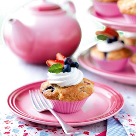 Le Creuset's Strawberry Tea for UK Breast Cancer Care