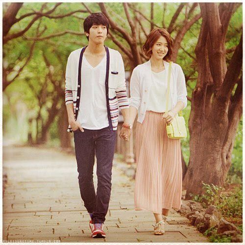 Heartstrings <3 I adore Jung Yong Hwa & Park Shin Hye together. I honestly want them to get married because they're so perfect & adorable together. ^_^