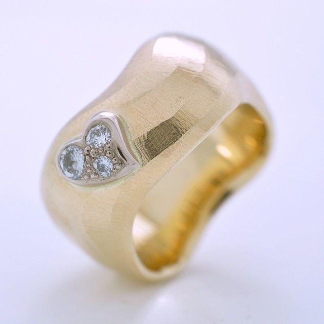 """Det færdige billede af denne smukke ring som jeg har givet kælenavnet """"Big Wave"""", lavet af kundens eget 14kt guld,"""
