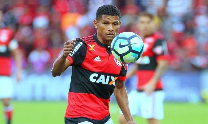 Bahia entra na disputa para tirar o volante Márcio Araújo do Flamengo