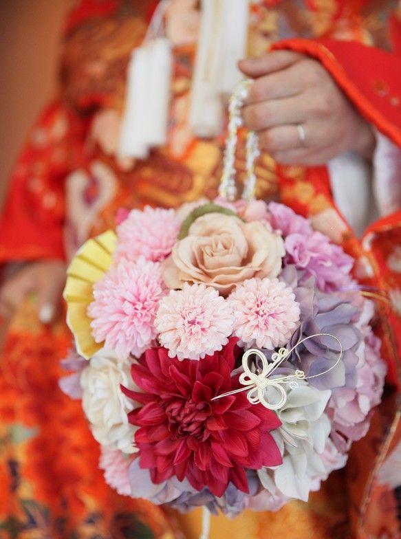 結婚式のお色直しの際に、和装に対応した、華やかで可愛らしく、花嫁の輝きを演出致します。人気の商品であり、数多くのお客様にご利用頂いております。※アーティフィシ...|ハンドメイド、手作り、手仕事品の通販・販売・購入ならCreema。