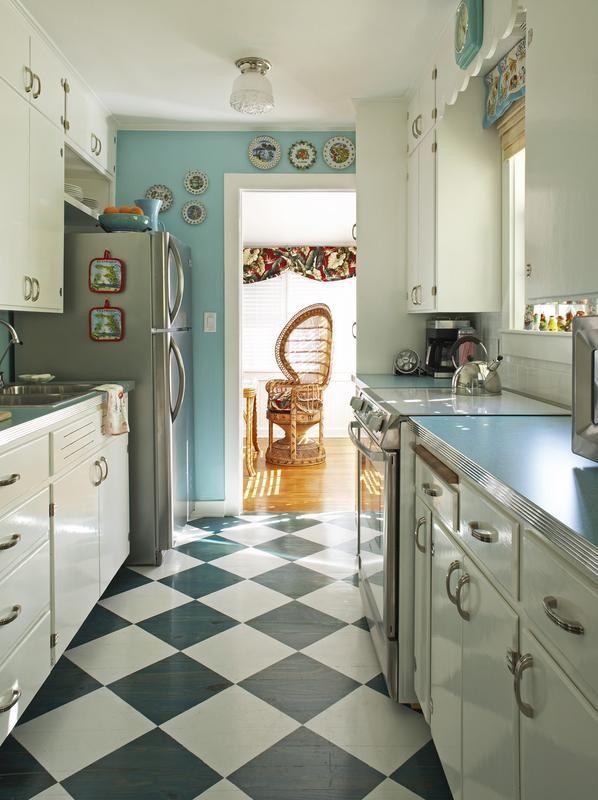 Retro Florida Bungalow - Kitchen