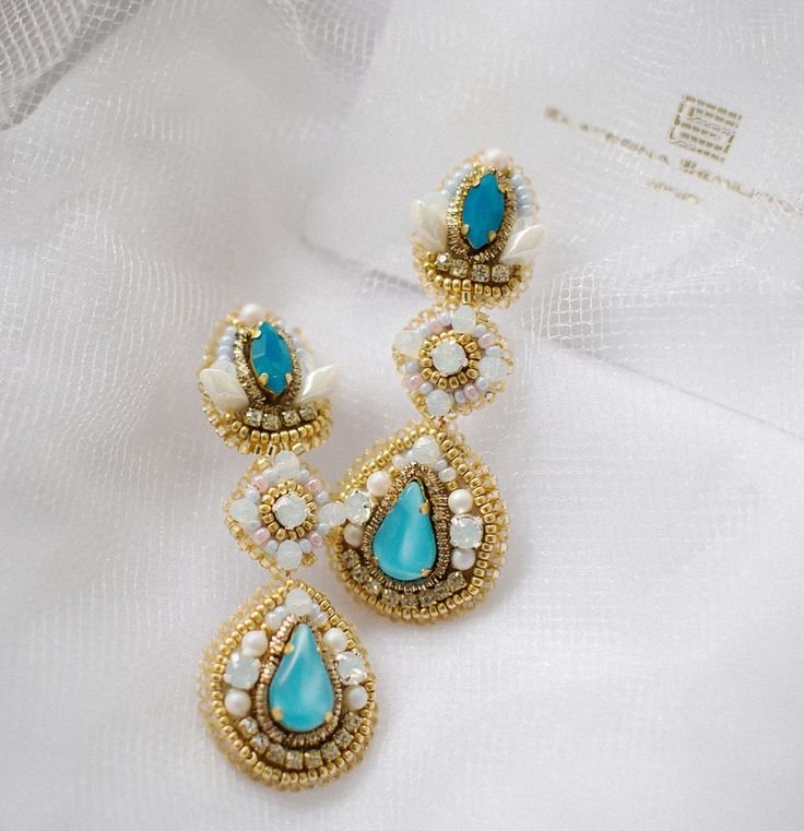 M a t e r i a l s : vintage crystals,Svarovski,japanese beads Miyuki